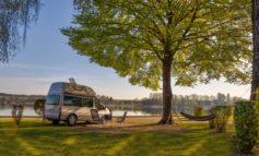 Die ADAC Tipps zum Camping in der Nachsaison / Freie Kapazitäten nutzen nach den Sommerferien / Günstige Pauschalpreise mit der ADAC Campcard / Direkt buchen über das ADAC Campingportal pincamp.de
