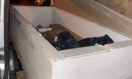 HZA-B: Zoll entdeckt in einem ausgehöhlten Stapel Rigipsplatten rund 110.000 Schmuggelzigaretten