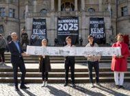 """Hannovers Science-Fiction-Bid Book: """"Ein Buch aus der Zukunft für die Zukunft"""" / Hannover als """"Agora of Europe"""" auf dem Weg zur Kulturhauptstadt Europas 2025"""
