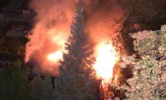 FW Düren: Brand von mehreren Gartenhäusern in Kleingartenanlage