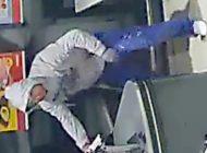POL-HH: 200928-3. Öffentlichkeitsfahndung nach Überfall auf Discounter in Hamburg-Osdorf