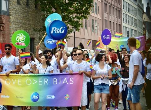 Chancengleichtheit für LGBT*IQ: Procter & Gamble erhält Global Leader Network Award der PROUT AT WORK Foundation