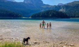 Eine montenegrinische Familie entdeckt die Natur für sich